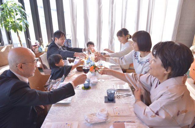 七五三のお参りのあとにご家族で会食を